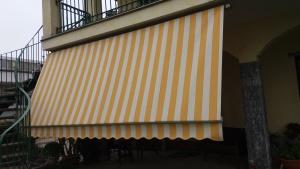 Abbiamo sostituito il telo, valorizzando la tenda, l'aspetto estetico generale della casa.