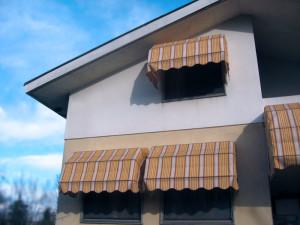 Una delle nostre realizzazioni: tende da sole per villa bifamiliare
